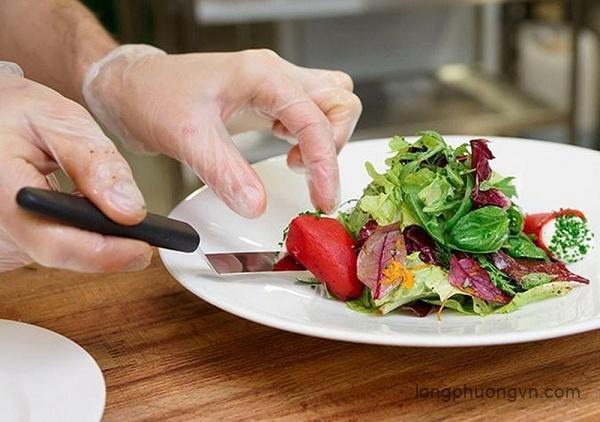 Găng tay nilon dùng chế biến món ăn